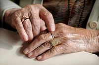 Elderly woman´s hands.