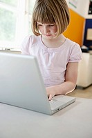 Girl using laptop (thumbnail)