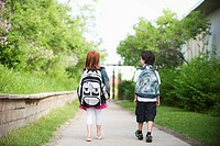 Young couple walking together (thumbnail)