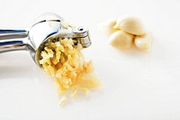 Garlic squeezed from a garlic press (thumbnail)