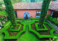 Guatmemala, Hotel Atitlan topiary