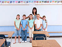 USA, Illinois, Metamora, Portrait of teacher with school children 8_9 in classroom