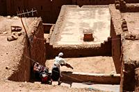 Ait Ben Haddou (Morocco): a woman drying the laundry in the old Kasbah