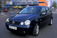 Car, VW Volkswagen Polo TDI, Limousine, small approx., black, model year 2002_, driving, diagonal from the front, City, Front view