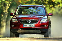 VW Volkswagen Tiguan 1.4 TSI Track & Field, model year 2007_, red, driving, diagonal from the front, frontal view, country road