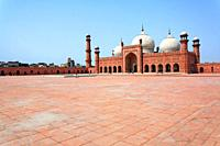 Courtyard of the Badshahi mosque, Lahore, Punjab, Pakistan