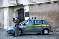 Telephoning police officer of the Guardia di Finanza in Rome