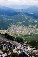Germany, Bavaria, Mittenwald, View from Karwendelspitze in Karwendel mountains