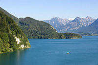 Austria, Salzkammergut, Fuehrberg, Wolfgangsee, View of St gilgen near lake