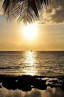 Hawaii, Oahu, Koolina, Sunset on the west shore of Oahu.