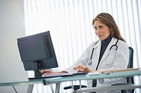 USA, New Jersey, Jersey City, Female doctor using computer in office