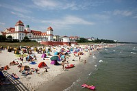 Beach and promenade in the seaside resort and spa town of Binz, Ruegen island, Mecklenburg_Western Pomerania, Germany, Europe