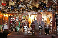 Host behind the counter, Nancy´s Pub, Ardara, County Donegal, Ireland, Europe