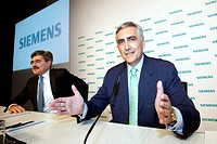 Peter Loescher, right, CEO of Siemens AG, and Jo Kaeser, left, Chief Financial Officer, during the press conference on financial statements on 11.11.2...