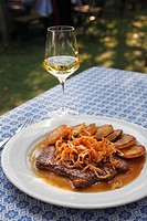Roast beef with onions and white wine, Loibnerhof, Unterloiben, Wachau, Waldviertel, Lower Austria, Austria, Europe