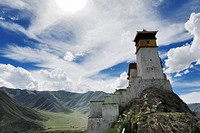 Yumbulagang Fortress, first and oldest fortress of Tibet, Yarlung Valley, Tsetang, Tibet, China, Asia