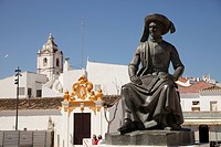 Memorial to Henry the Navigator, Infante D. Henrique, on the Praça da República in Lagos, Algarve, Portugal, Europe