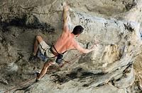 Free-climber climbing on limestone rocks, Ton Sai Beach, Krabi, Thailand, Southeast Asia, Asia