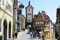 Ploenlein with gate Sieberstor, Rothenburg ob der Tauber, Bavaria, Germany