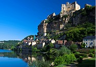 Château de Beynac, Beynac Castle, overlooking the village and Dordogne river, Beynac_et_Cazenac, France, Europe