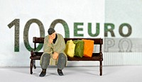 Figure, homeless, park bench, symbolic image EURO crisis, inflation, insolvency