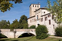 Italy, Portobuffolé, bridge and gate of Friuli