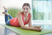 Young woman on an exercise mat (thumbnail)