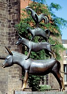 Germany, Bremen, Weser, Freie Hansestadt Bremen, market place, Town Musicians of Bremen, folktale by the Brothers Grimm, monument, bronze sculpture, s...