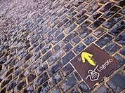 Señalización del Camino de Santiago, en la Plaza del Parlamento, junto a las murallas del Revellín - Logroño - La Rioja - España