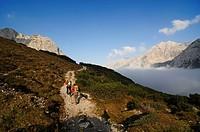Goetheweg trail, Karwendelgebirge mountains, Innsbruck, Tyrol, Austria, Europe