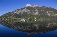 Austria, Salzkammergut, View of altausseer see lake and loser mountain