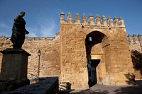 Gate of Almodóvar, rebuilt in the century XIV  Beside it, the statue of Seneca