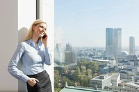 Germany, Frankfurt, Business woman on the cell phone