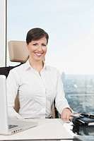 Germany, Frankfurt, Business woman smiling, portrait