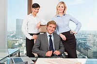 Germany, Frankfurt, Business people in office, smiling, portrait