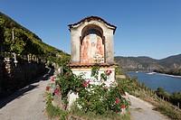 Austria, Lower Austria, Walviertel, Wachau, Duernstein, Roadside shrine near danube river