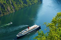 Queen Elizabth 2 in Geiranger Norway