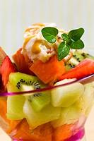 Fruchtsalat, gemischt _ mit Karamel_Ei