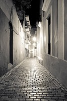 alley in san juan puerto rico with cobblestone street at night