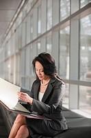 USA, Virginia, Virginia Beach, businesswoman text_messaging