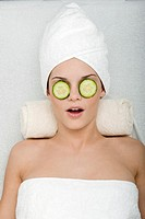 Eyes Treatment with Cucumber