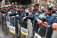 Line of police looking after citizens security in mexican´s celebration of independence party, in september 15, 2010 at Mexico City