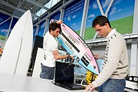 Developing the world´s first surfboard with integrated technology to research and characterise the mechanical behaviour of surfboards, Surfsens PUKAS ...