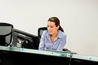 Businesswoman using computer (thumbnail)