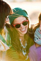 Three young women wearing sunglasses, portrait (thumbnail)
