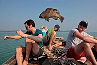 TOURISTS FISHING FOR GROUPER, DEEP_SEA FISHING, REGION OF BAN SAPHAN, THAILAND, ASIA