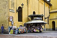 Italy, Liguria, Genoa, news kiosk near the church