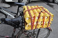Dongguan (China): eggs carried by bicycle in the Changping District