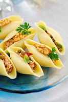 Pasta shells with spicy tuna filling