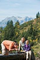 Austria, Salzburg Country, Filzmoos, Family on alpine